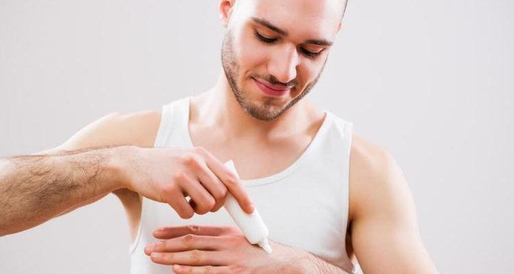 Des crèmes hydratantes mains spécialement pour les hommes