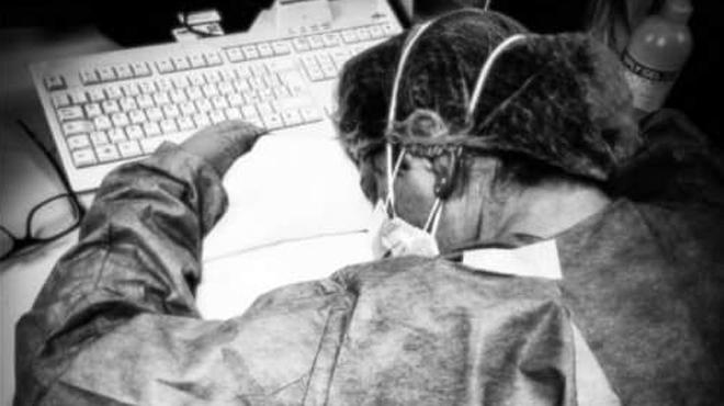 Cette infirmière épuisée devient le symbole de la lutte contre le coronavirus