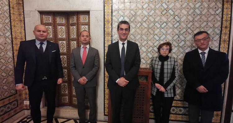 Covid-19 : Huawei fait un don de masques, tests de dépistage et système de vidéo conférence pour la Tunisie