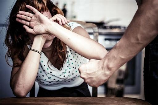 """""""أصوات نساء"""" تطالب بمزيد من الجدية   لمناهضة العنف المسلط على النساء  خلال فترة الحجر الصحي"""