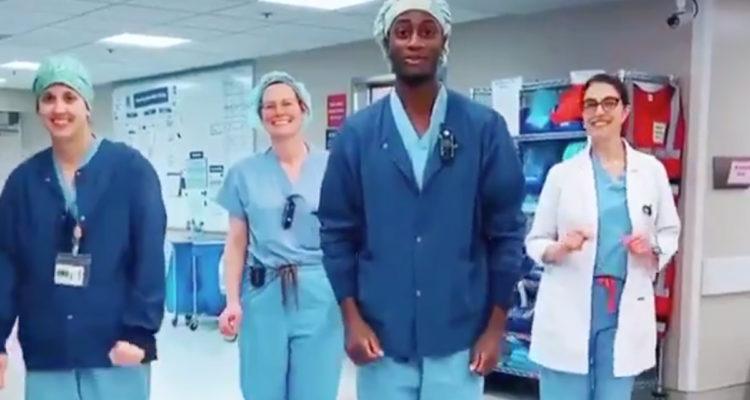 Coronavirus : Cet anesthésiste réalise des chorégraphies avec ses collègues soignants sur TikTok