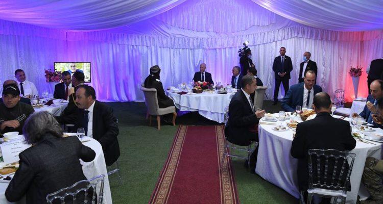 رئيس الجمهورية يتناول الإفطار بمدرسة طلائع الحرس بوادي الزرقة
