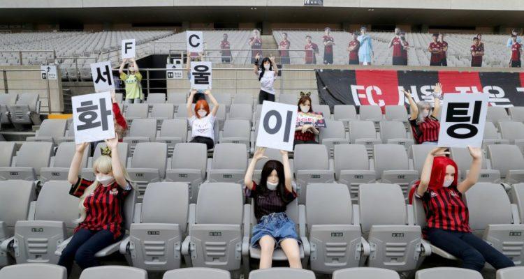 كوريا…  استخدام دمى جنسية لملء المقاعد الفارغة في المباراة
