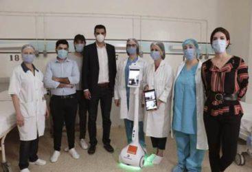 Enova, Orange Tunisie et Dräxlmaier : Le robot Zourni déployé à l'hôpital Abderrahman Mami pour rapprocher les malades de leurs famille