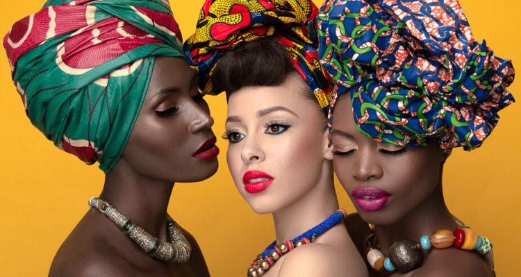 Au Burkina Faso, des femmes transforment les déchets plastiques en accessoires de mode