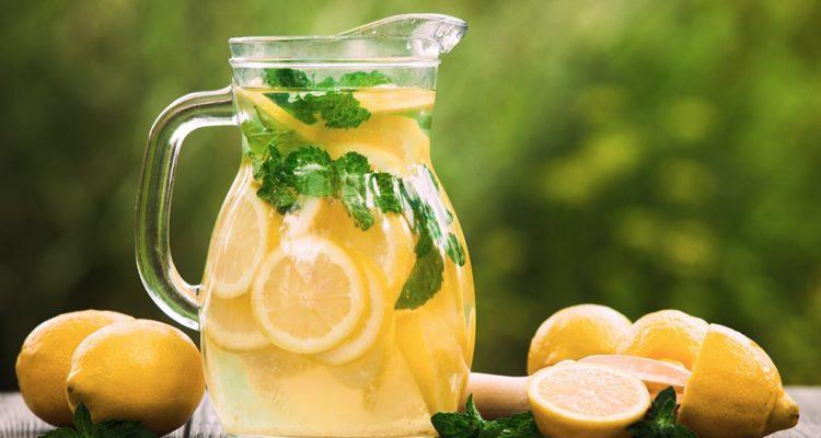 Découvrez l'eau de Sassy : la boisson brûle-graisse par excellence