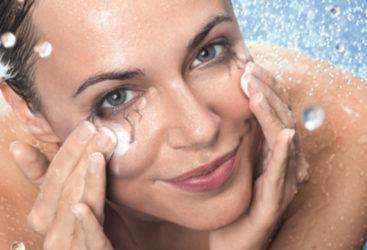 Transpiration excessive sur le visage: Causes et solutions