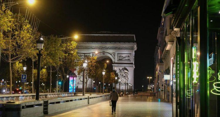 En France: le couvre-feu sera, dès samedi, étendu à 18 heures sur l'ensemble du territoire
