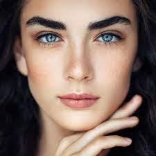 La coloration des sourcils, tendance beauté de cette année